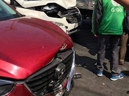 Bình Dương: Ô tô mất lái gây tai nạn liên hoàn khiến 2 người bị thương