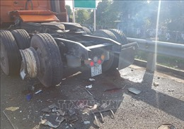 Xác định danh tính tài xế tử vong trong vụ 3 container va chạm trên cao tốc