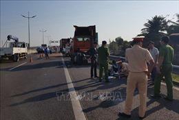 Va chạm giữa ba xe container trên cao tốc làm 1 tài xế tử vong