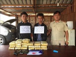 Bắt giữ 2 đối tượng người Lào vận chuyển 118.000 viên ma tuý