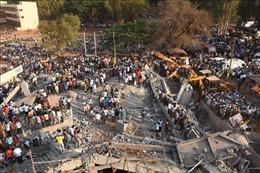 Sập công trình ở khu tổ hợp thương mại, ít nhất 18 người thương vong