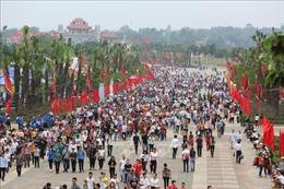 Người dân cả nước về dâng hương tưởng niệm các vua Hùng