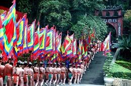 Khởi hành lên núi Nghĩa Lĩnh, dâng hương tưởng niệm các vua Hùng