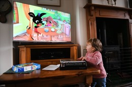 WHO khuyến cáo không cho trẻ dưới 1 tuổi xem ti vi, điện thoại