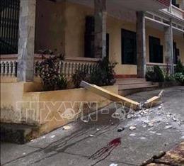 Hai học sinh bị thương nặng do bê tông lan can trường học rơi trúng đầu