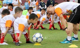 Huấn luyện viên Park Hang Seo giao lưu cùng học sinh có hoàn cảnh khó khăn tại Việt Trì