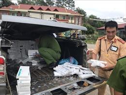 Bắt giữ một xe bán tải chở đầy thuốc lá không rõ nguồn gốc