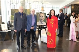 Họa sĩ Canada triển lãm tranh vẽ Chủ tịch Hồ Chí Minh và phong cảnh Việt Nam