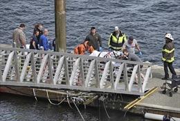 Hai máy bay đâm xuống vịnh sau va chạm, ít nhất 13 người thương vong