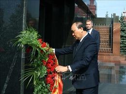 Thủ tướng Nguyễn Xuân Phúc viếng Lãnh tụ V.I. Lenin