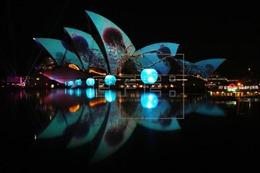 Tưng bừng khai trương lễ hội âm nhạc và ánh sáng lớn nhất thế giới