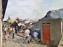Cháy lớn tại hai xưởng sản xuất gỗ ở Bình Dương