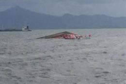 Gia tăng thương vong trong vụ lật tàu chở khách ngoài khơi Indonesia