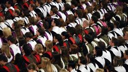 Anh:Lương sinh viên tốt nghiệp chênh lệnh lớn theo từng trường