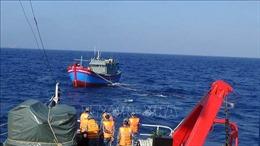 Cảnh sát biển cứu 6 ngư dân cùng tàu cá trôi dạt hơn 2 tuần