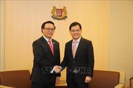 Đoàn đại biểu Đảng ta thăm chính thức Singapore
