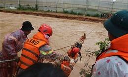 Giải cứu 41 người bị nước lũ bao vây tại Lâm Đồng