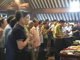 Dâng hương tưởng nhớ và tri ân Chủ tịch Hồ Chí Minh