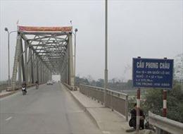 Từ 10/9, cấm các loại phương tiện trọng tải từ 18 tấn trở lên qua cầu Phong Châu