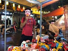 Giữ hồn Trung thu truyền thống - Bài 2: Người giữ nghề làm mặt nạ giấy bồi