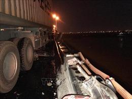 Ba xe máy bị đâm xuống sông Hồng: Xác định danh tính các nạn nhân