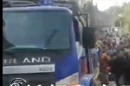 Xe tải mất lái, lao vào đám đông khiến 10 người thiệt mạng