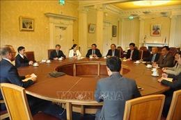 Đoàn đại biểu Đảng ta thăm và làm việc tại Vương quốc Anh và Bắc Ireland