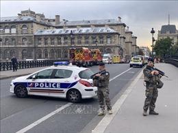 Kẻ tấn công cảnh sát ở Paris bị phát hiện thu thập thông tin nhiều đồng nghiệp