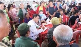 Bác sĩ trẻ Việt Nam và những chuyến khám bệnh từ thiện xuyên biên giới