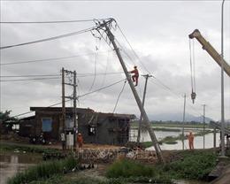 Công ty Điện lực Phú Yên nỗ lực khắc phục để cấp điện sau bão số 5