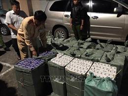CSGT Bình Dương chặn bắt xe chở 11.000 bao thuốc lá ngoại nhập lậu