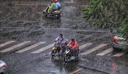 Không khí lạnh tăng cường, Bắc Bộ và Trung Bộ mưa dông, trời rét