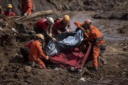 Nước ứ đọng quá nhiều vào mùa mưa khiến đập vỡ, 270 người chết và mất tích