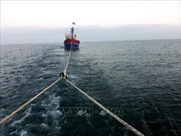 Hai tàu cá bị mắc cạn tại cửa lệch Cửa Tùng