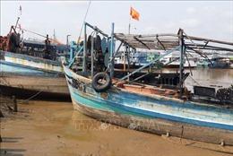 Cháy 5 tàu cá của ngư dân ở Tiền Giang