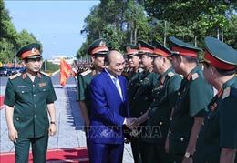 Thủ tướng Nguyễn Xuân Phúc kiểm tra công tác sẵn sàng chiến đấu tại Quân khu 9