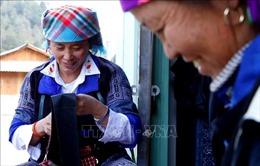 Độc đáo nghề dệt thổ cẩm của phụ nữ Mông