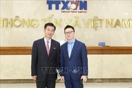 Phó Tổng giám đốc TTXVN Lê Quốc Minh tiếp đoàn đại biểu Đại sứ quán CHDCND Triều Tiên tại Việt Nam