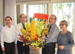 Lãnh đạo TP Hồ Chí Minh thăm, chúc mừng các đơn vị, thầy thuốc tiêu biểu