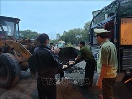 Xe tải chở hàng trăm kg thịt gia cầm không rõ nguồn gốc
