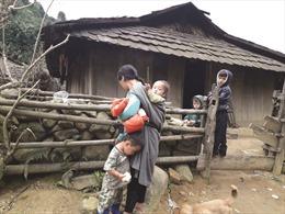 Đồng bào dân tộc thiểu số vùng biên Quan Sơn mongcác công trình điện lưới, giao thông