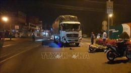 Xe tải va chạm xe máy khiến 3 người thương vong