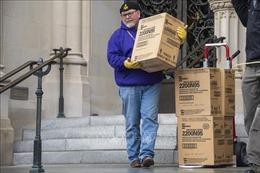 'Khai quật'5.000 khẩu trang bị lãng quên dưới hầm mộ ở Washington