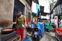 Cuộc sống thường nhật của người dân xóm chạy thận mùa dịch