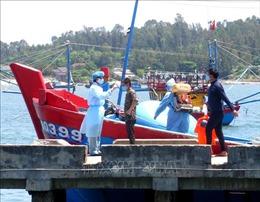 Bốn ngư dân trên tàu cá Quảng Ngãi bị đâm chìm ở Hoàng Sa đã vào bờ an toàn