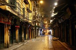 Các cơ sở kinh doanh khu vực phố cổ Hà Nội chấp hành nghiêm Chỉ thị 15