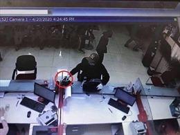 Nghi phạm cướp ngân hàng tại Sóc Sơn ra đầu thú