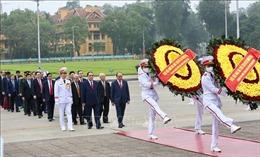 Lãnh đạo Đảng, Nhà nước viếng Lăng Bác nhân 45 năm Ngày thống nhất đất nước