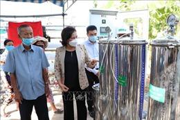 Chủ tịch Quốc hội dự bàn giao máy lọc nước cho người dân vùng hạn mặn Bến Tre