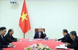 Thủ tướng Nguyễn Xuân Phúc điện đàm với Thủ tướng Singapore Lý Hiển Long